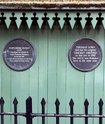 Green hut in Dorset Square with commemorative plaques to Lord's Old Cricket Ground